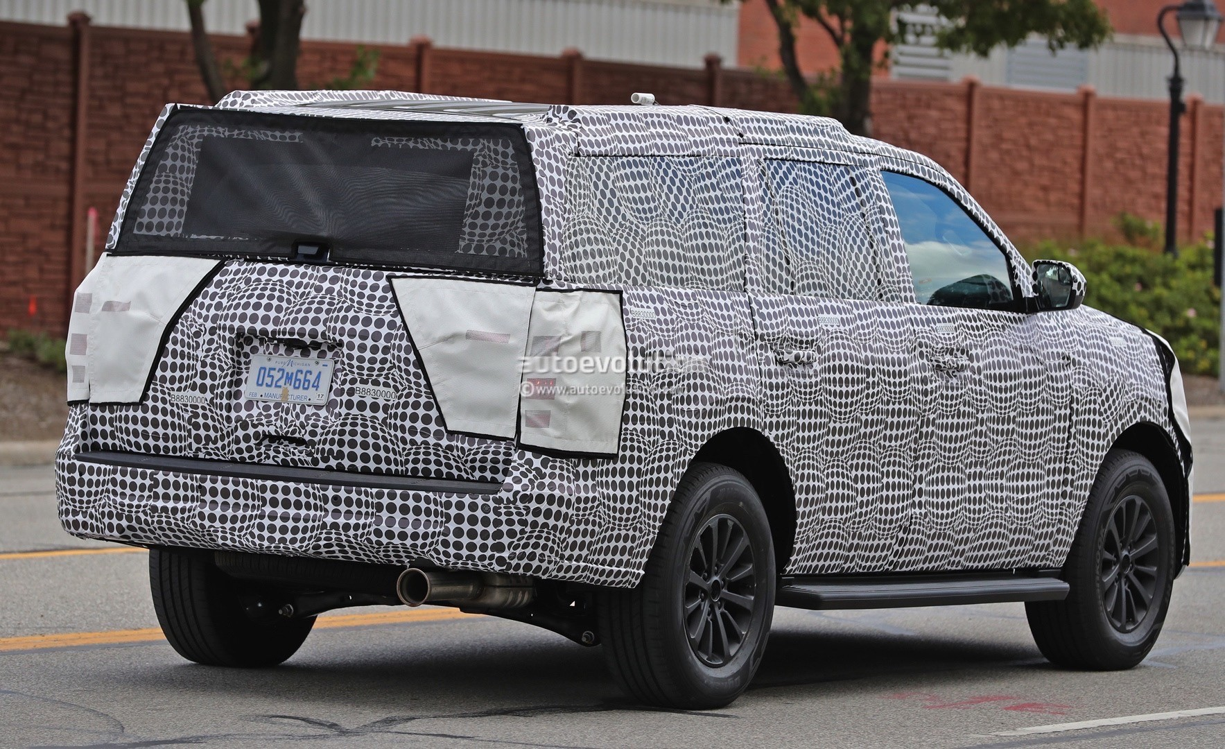 2018 lincoln navigator spied. simple spied 2018 ford expedition with lincoln navigator spied