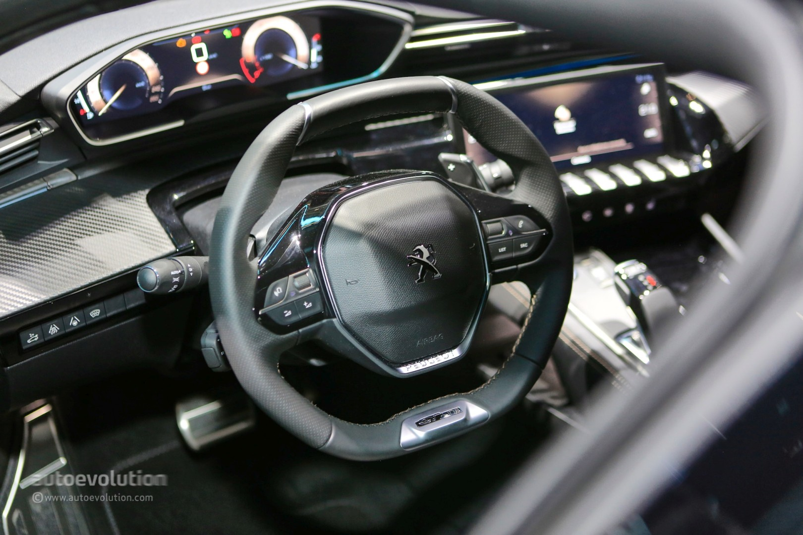 Live Peugeot 508 First Edition Stuns Geneva With Four Door Coupe Look Autoevolution