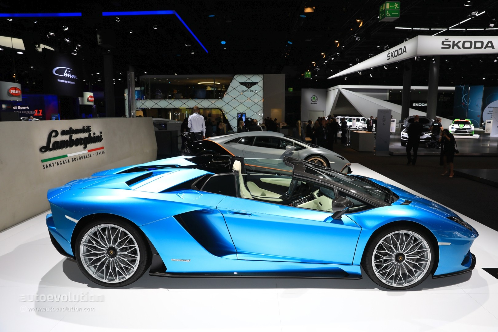 2018 lamborghini aventador blue. modren aventador live photos 2018 lamborghini aventador s roadster to lamborghini aventador blue