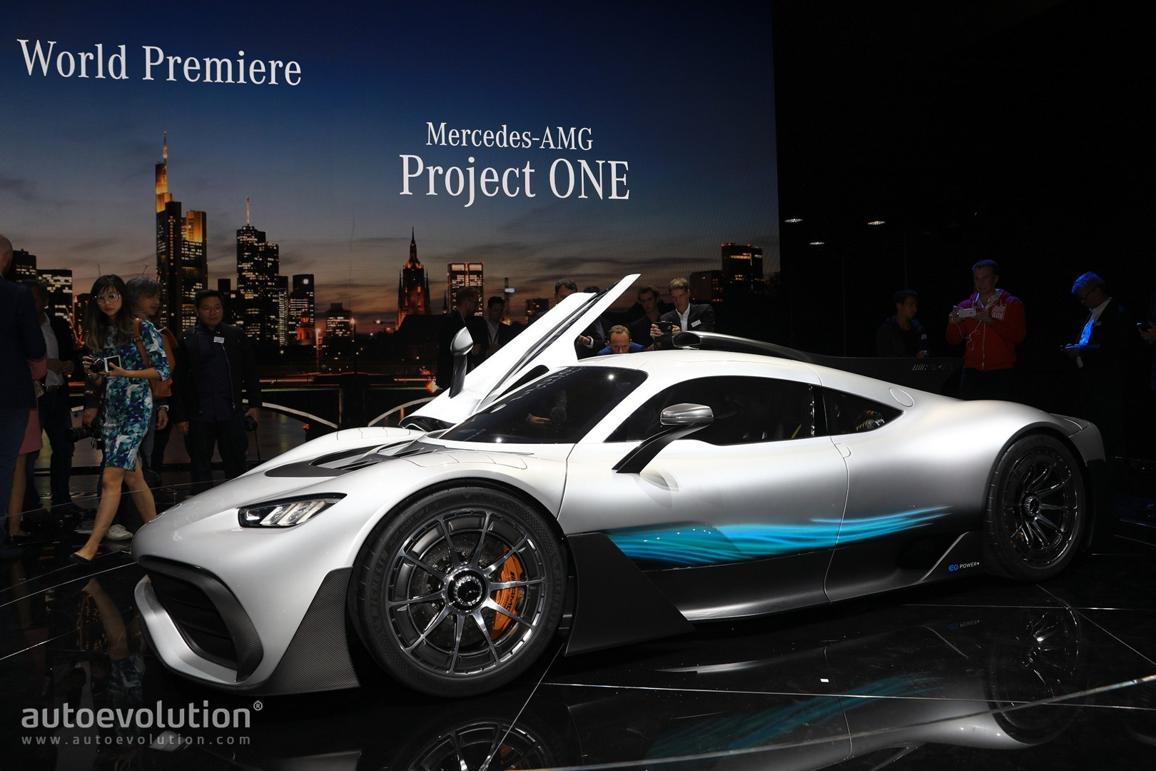 mercedes amg project one looks like a bugatti rival in frankfurt autoevolution. Black Bedroom Furniture Sets. Home Design Ideas