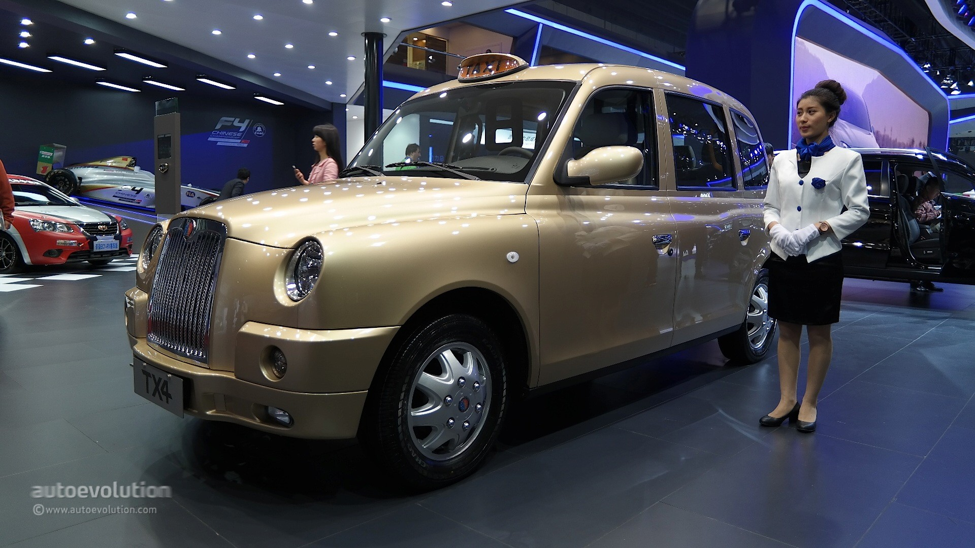 London S Famous Black Cab Turns Gold At Auto Shanghai 2015