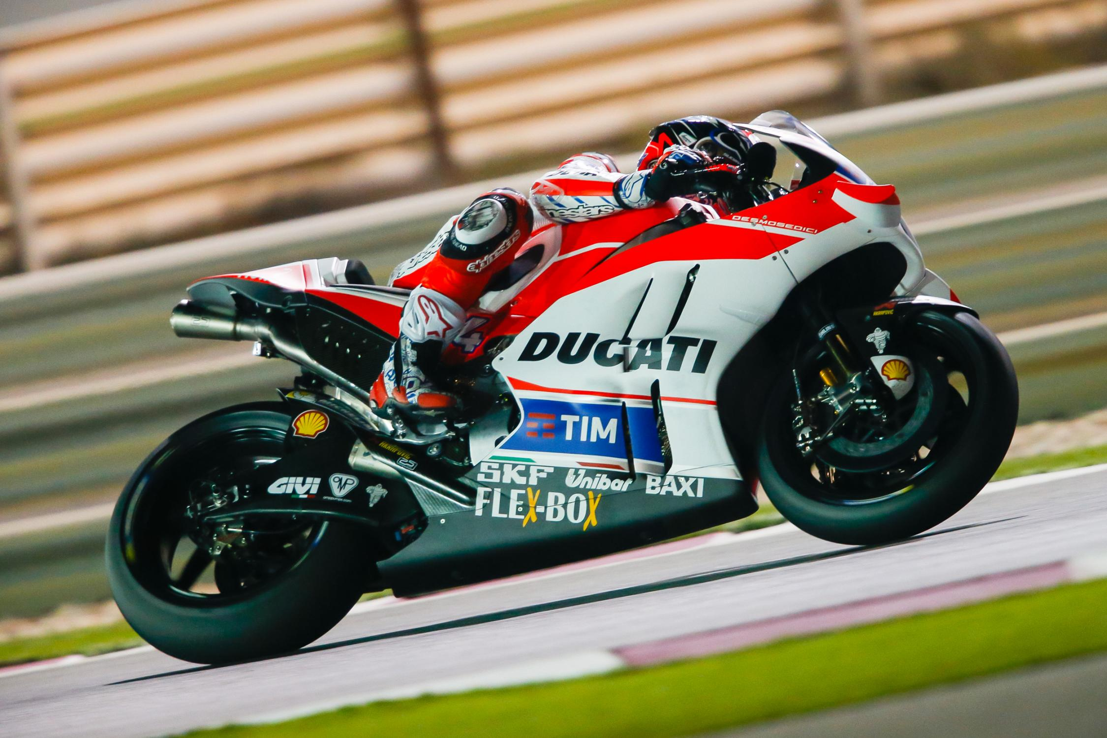 Lorenzo Leads Day 1 in Qatar, Vinales Is Right Behind Him - autoevolution
