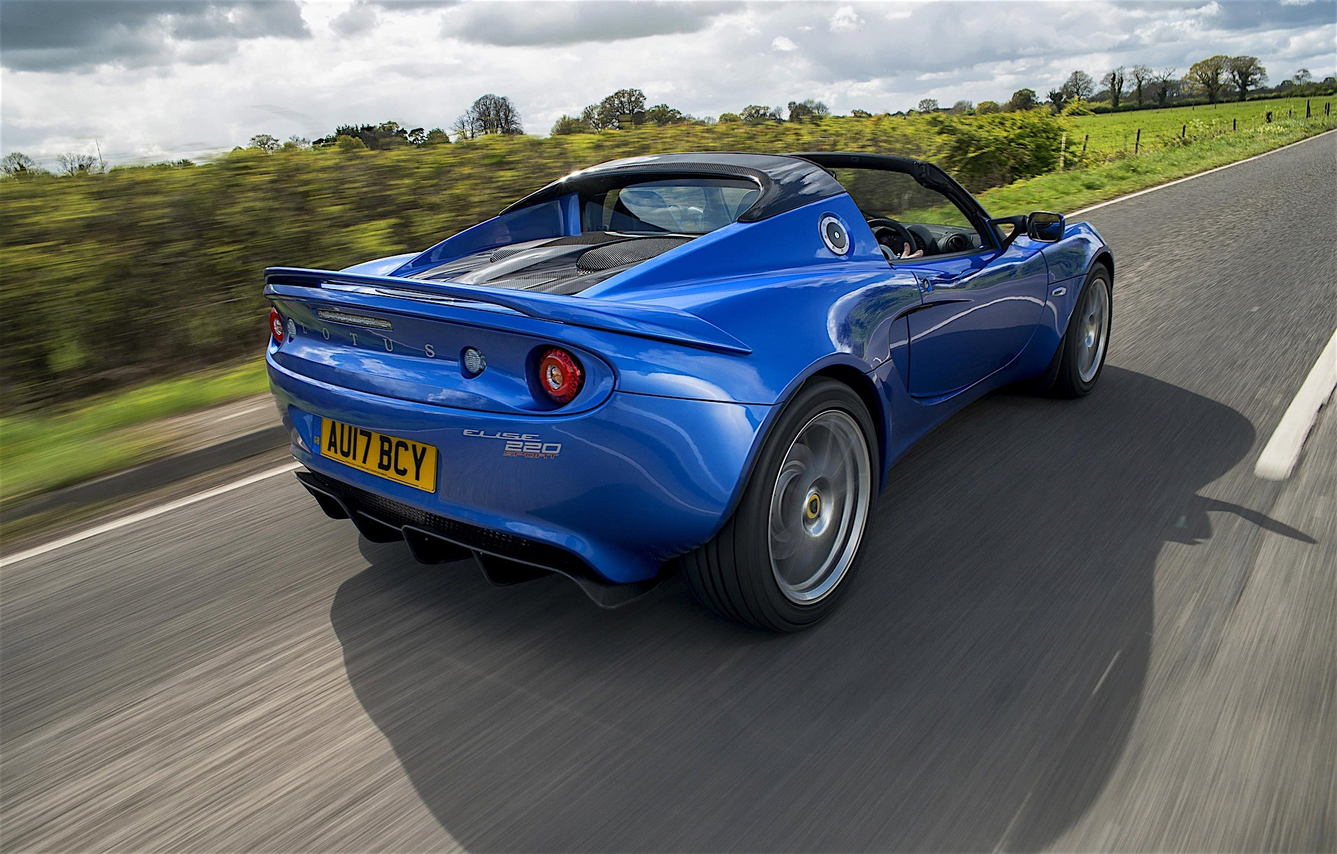 https://s1.cdn.autoevolution.com/images/news/gallery/lotus-elise-named-slowest-depreciating-sports-cars_1.jpg