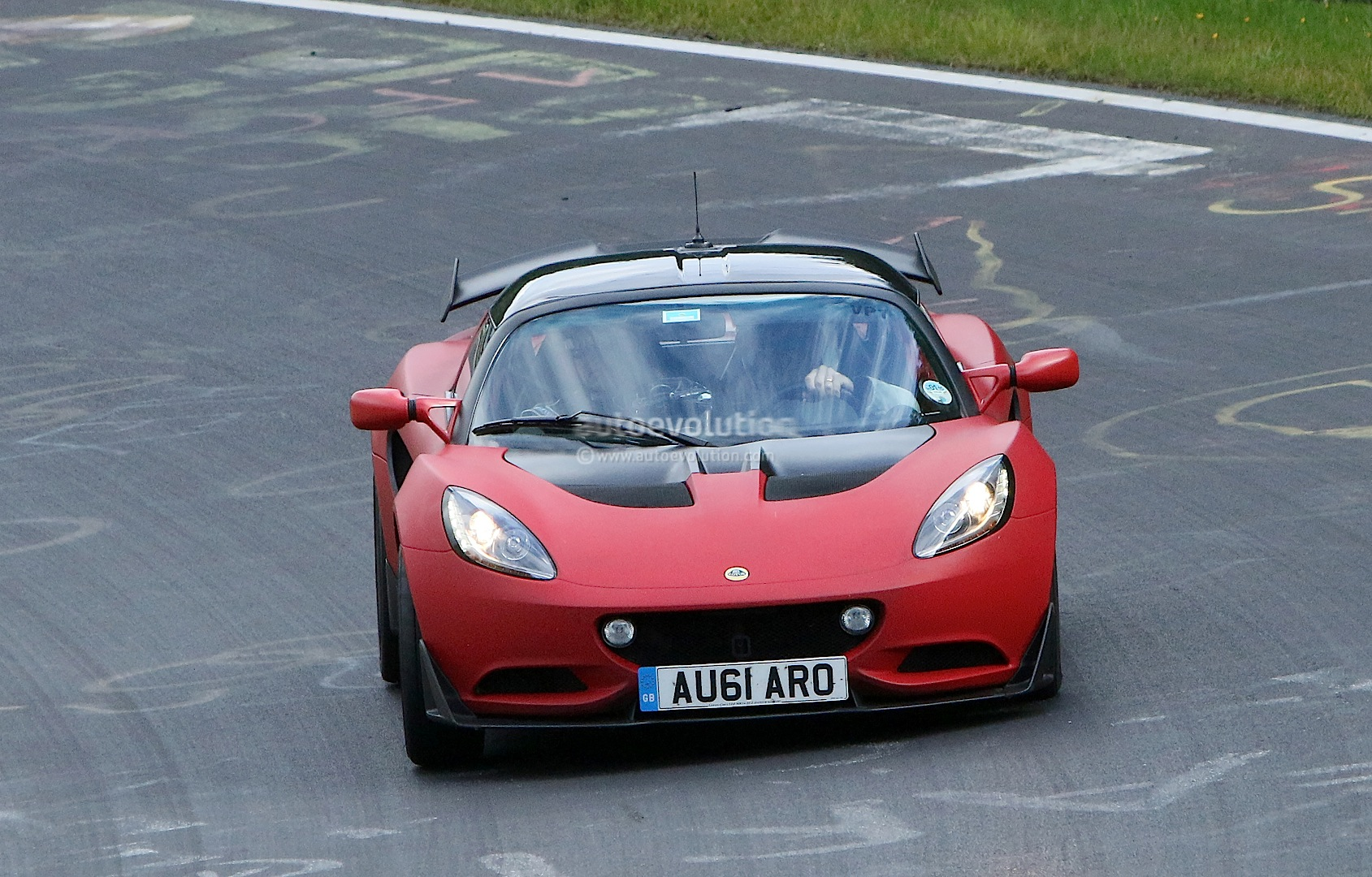 Lotus Elise R Puts the Hammer Down On the Nurburgring Nordschleife ...