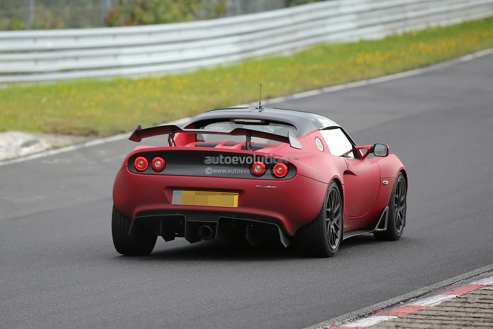 https://s1.cdn.autoevolution.com/images/news/gallery/lotus-elise-r-puts-the-hammer-down-on-the-nurburgring-nordschleife-photo-gallery_20.jpg