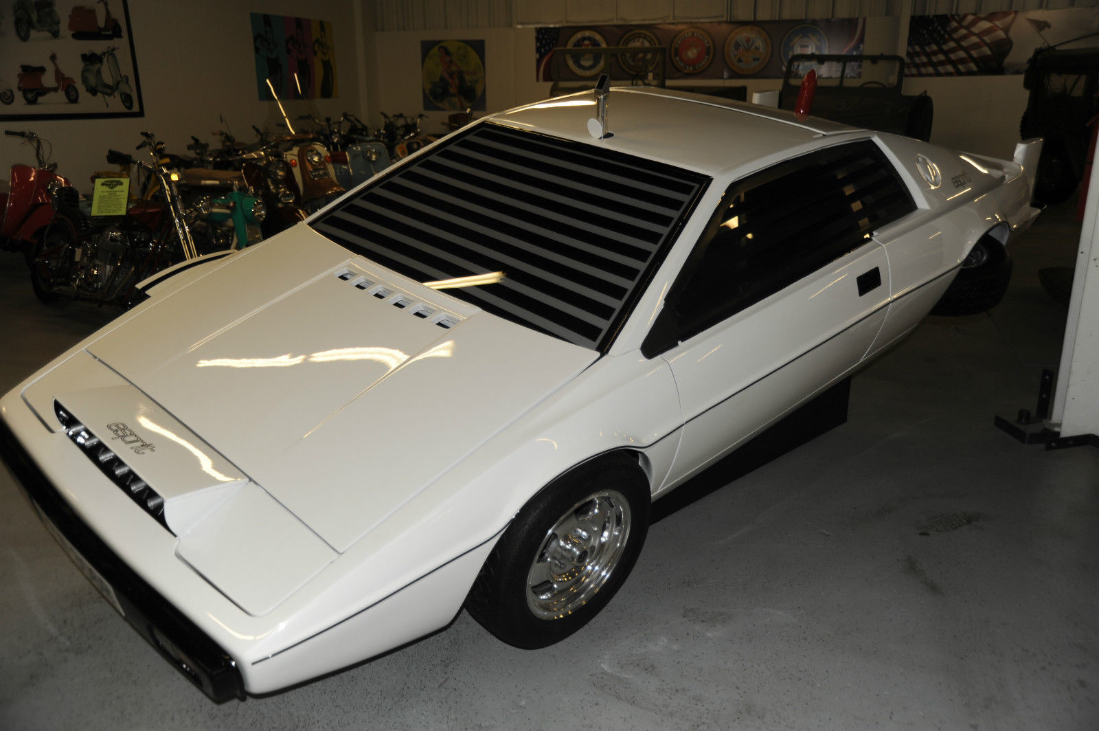lotus esprit submarine from james bond the spy who loved me is on ebay video autoevolution. Black Bedroom Furniture Sets. Home Design Ideas