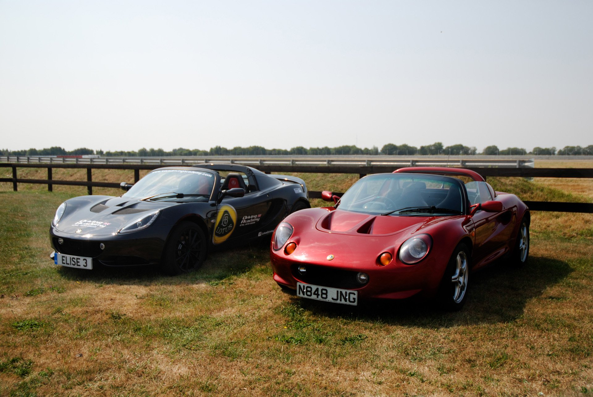 https://s1.cdn.autoevolution.com/images/news/gallery/lotus-reunites-the-elise-with-she-for-which-it-was-named_1.jpg