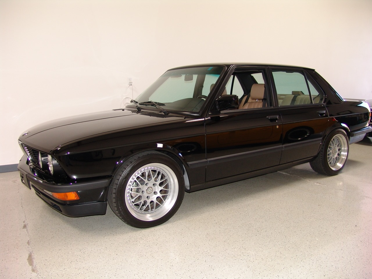 low mileage 1988 bmw m5 previously owned by frank gerber up for sale autoevolution. Black Bedroom Furniture Sets. Home Design Ideas