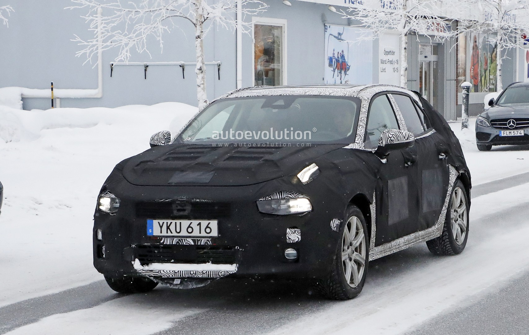 volvo's cma compact car plans new v40 in 2016 and xc40 in