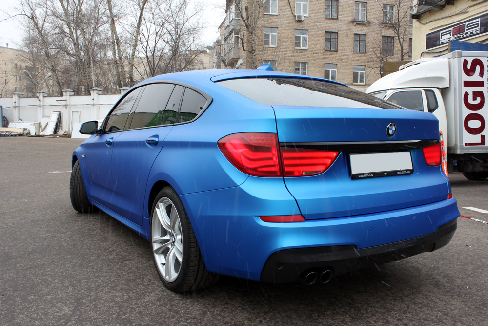 M Sport Bmw 5 Series Gt Gets Frozen Blue Wrap Autoevolution