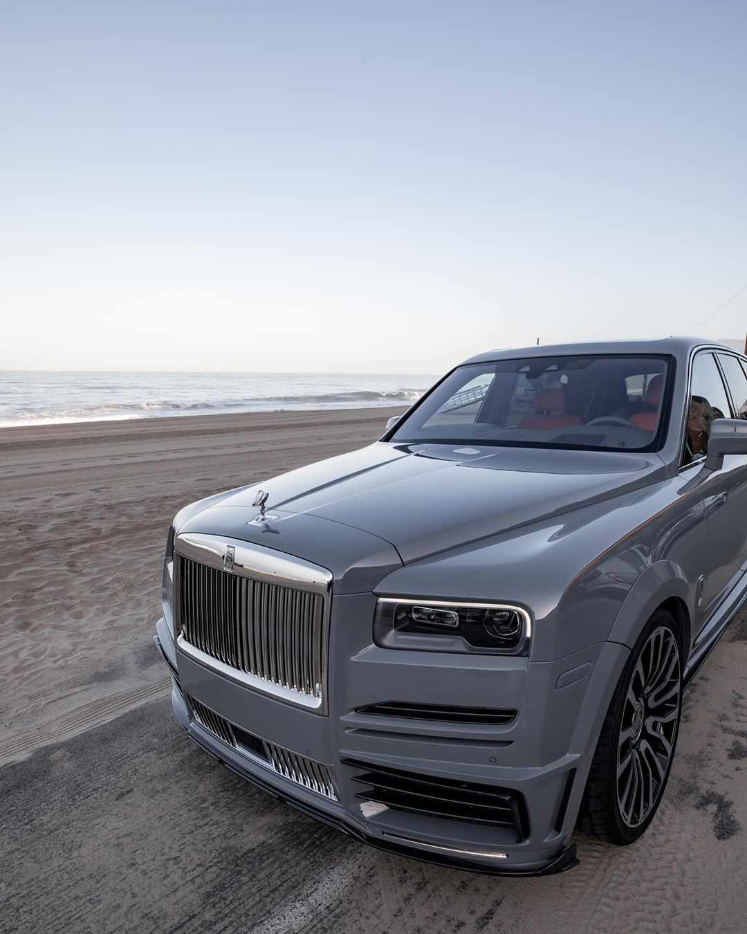 Mansory Rolls-Royce Cullinan Comes With Matching Nardo