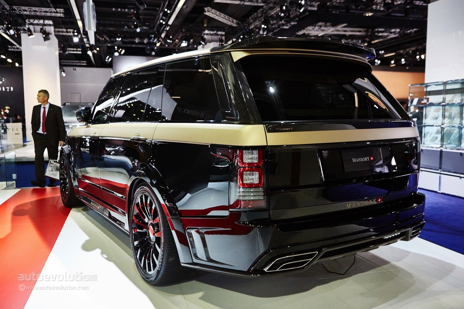 Mansory Ruins Range Rover Autobiography LWB and Two Porsches in ...