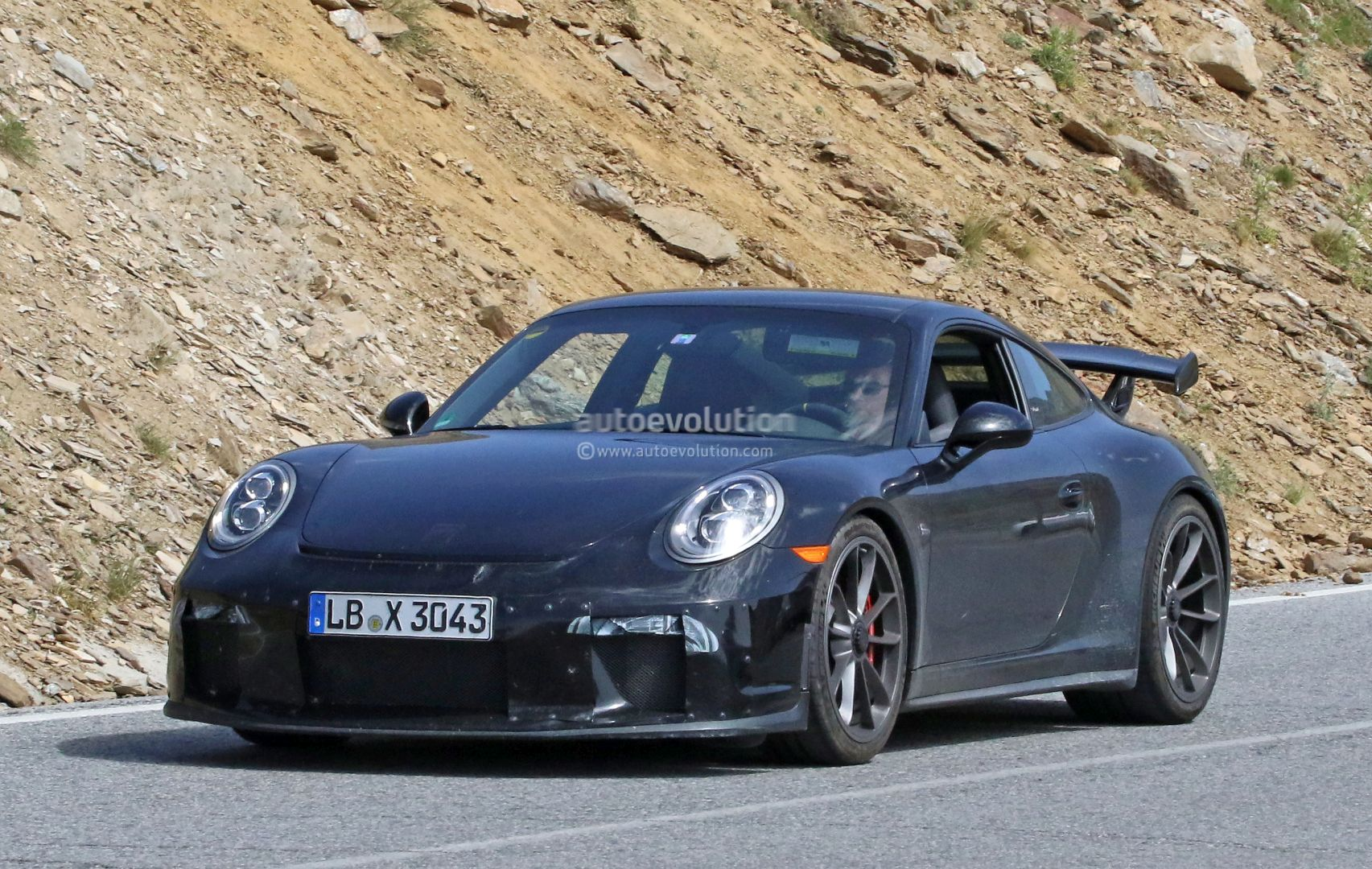 manual gearbox 2017 porsche 911 gt3 991 2 spied with hilarious shifter camo autoevolution. Black Bedroom Furniture Sets. Home Design Ideas