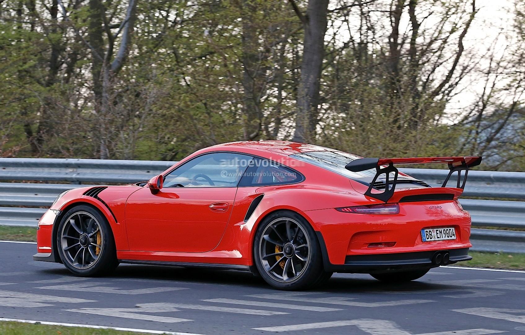 Mark Webber Drives The 2016 Porsche 911 Gt3 Rs On The