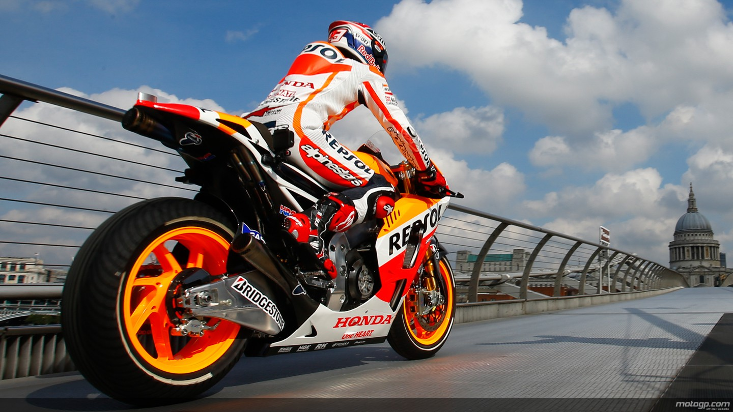 Marquez's Honda, the First Bike Ever to Cross the Millennium Bridge [Photo Gallery][Video Link ...