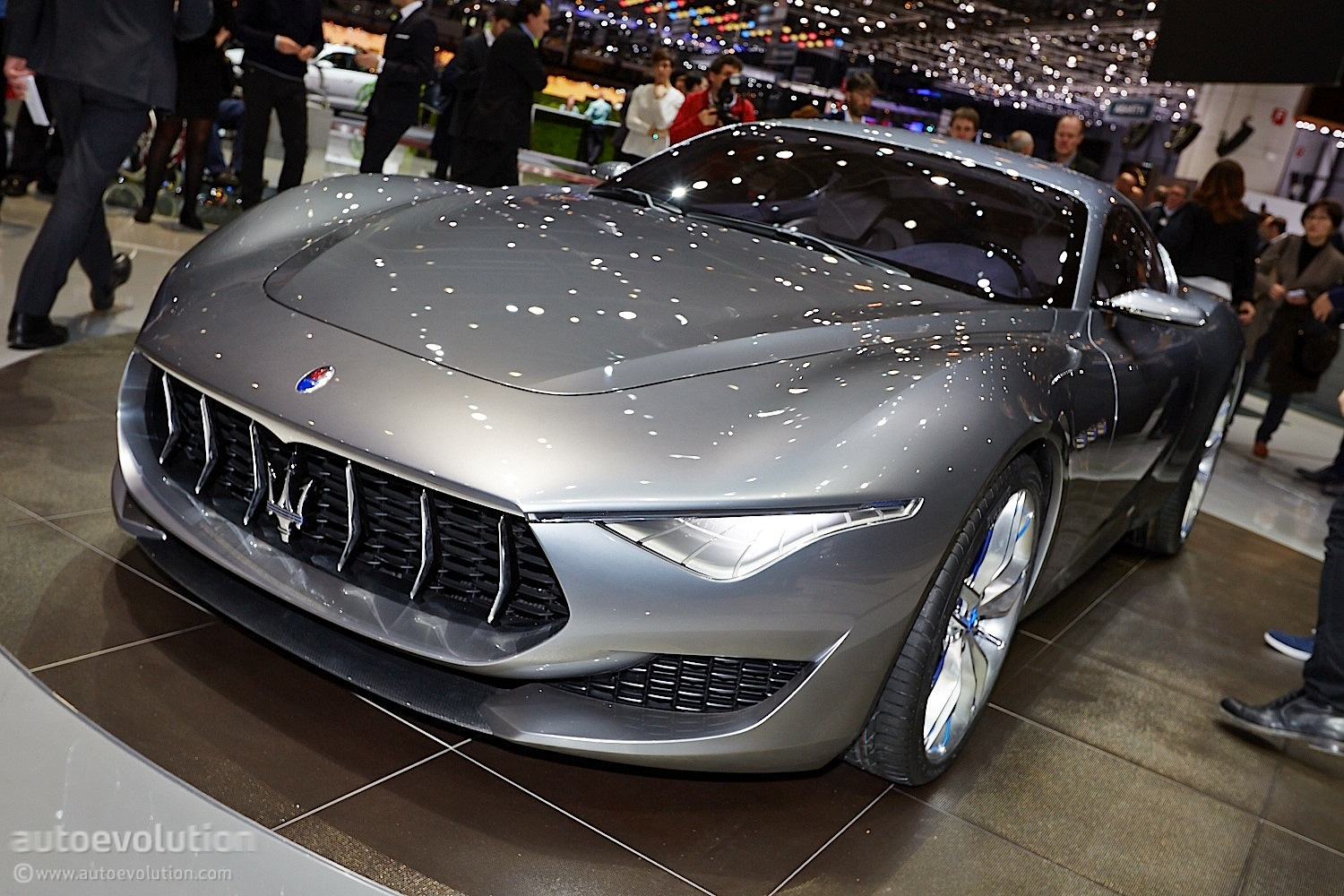maserati alfieri concept coupe 39 s design explained autoevolution. Black Bedroom Furniture Sets. Home Design Ideas