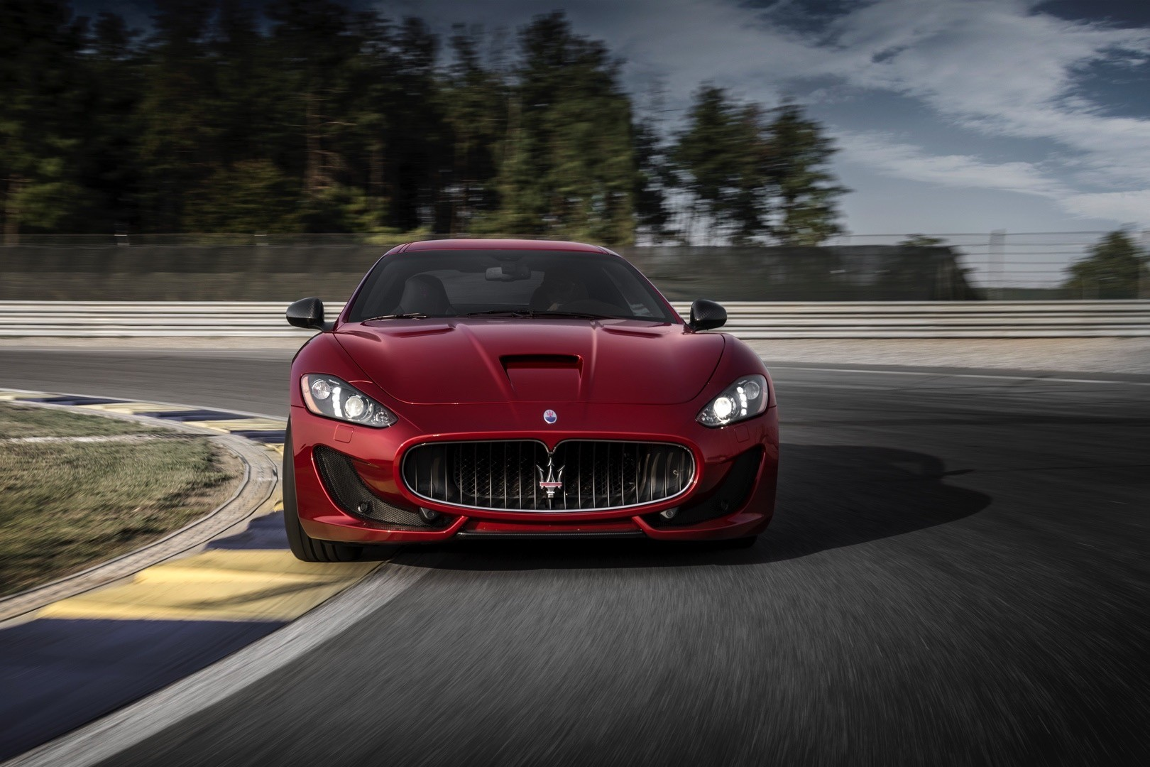 maserati granturismo sport special edition pays tribute to. Black Bedroom Furniture Sets. Home Design Ideas