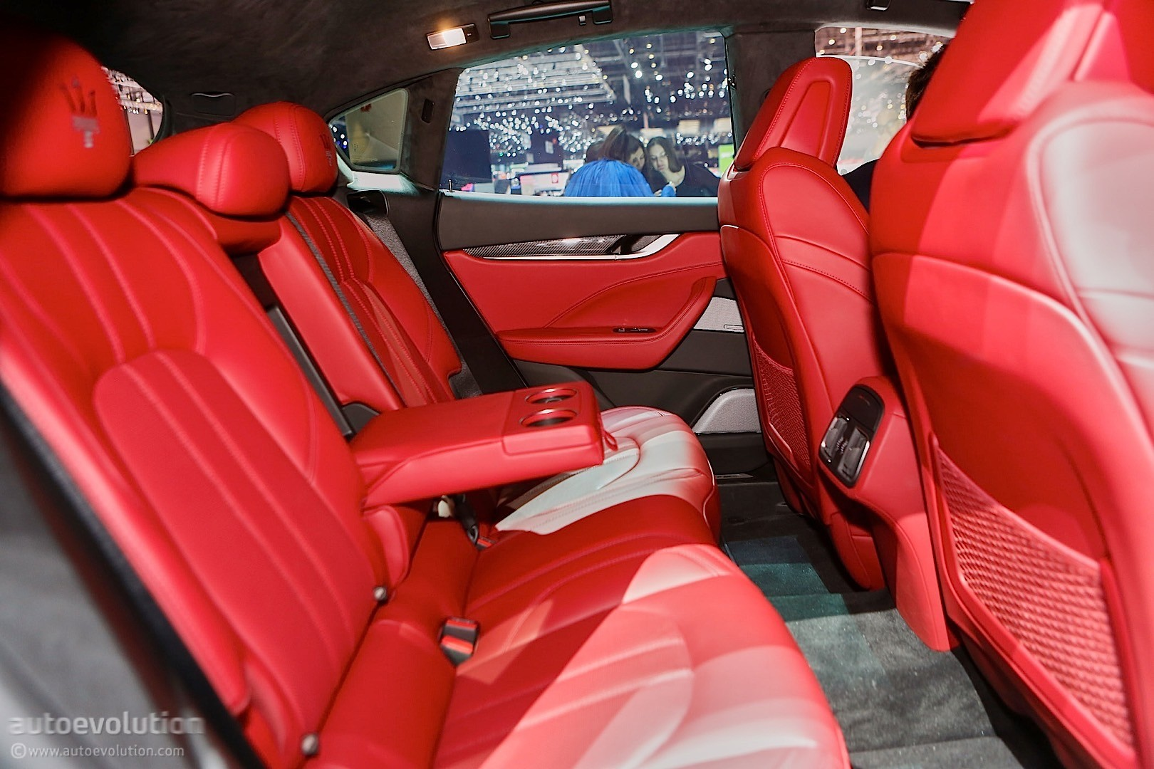 Maserati Levante SUV Looks like a Ghibli on Stilts in Geneva - autoevolution