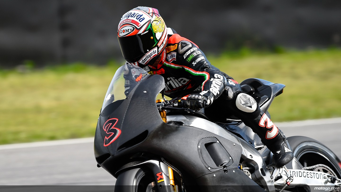 Max Biaggi Back on Aprilia MotoGP Machinery - autoevolution