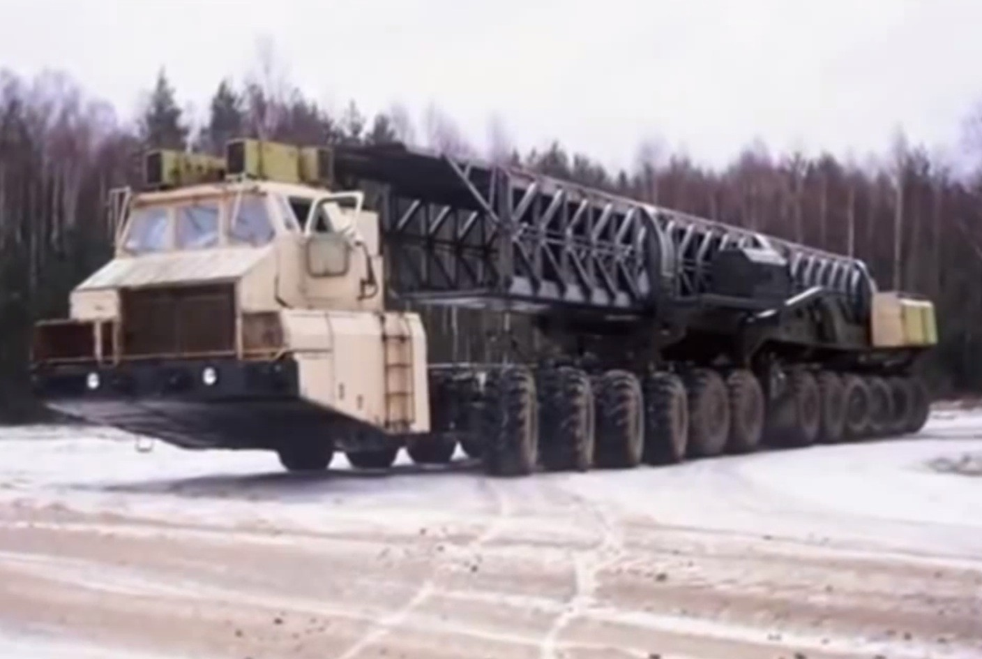 Maz 7907 the 24 wheeled soviet truck designed to carry 100 ton nuclear rockets autoevolution