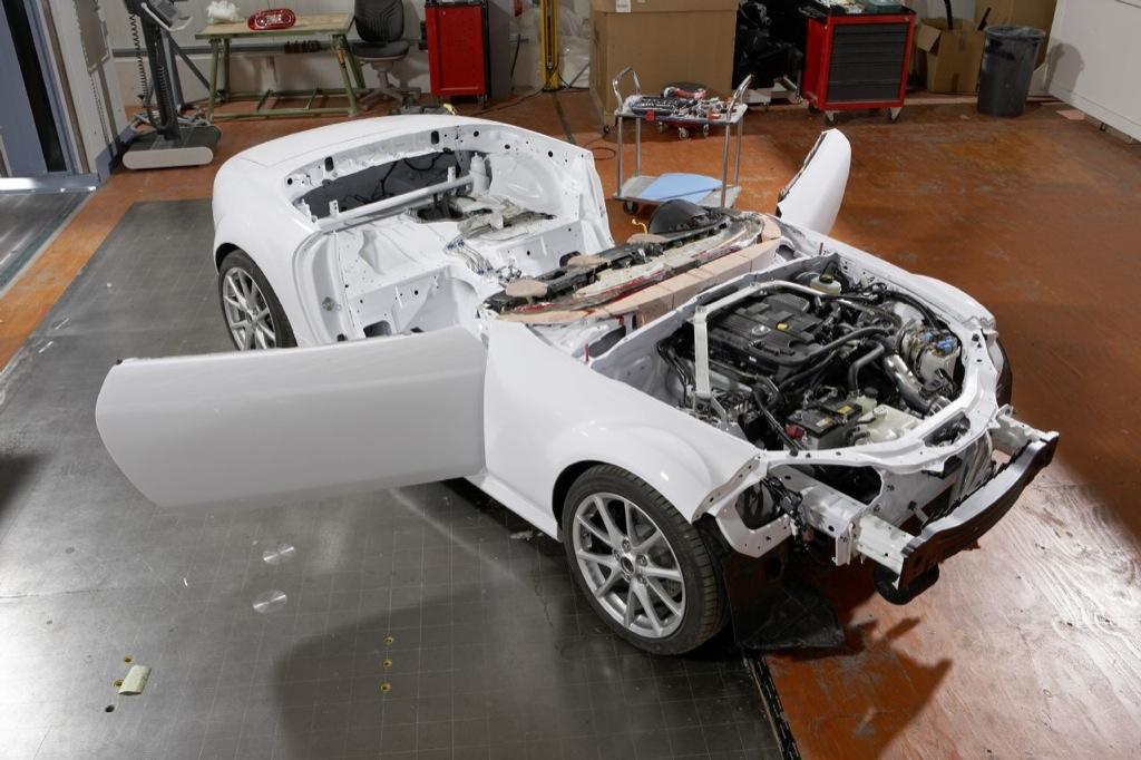 https://s1.cdn.autoevolution.com/images/news/gallery/mazda-mx-5-superlight-building-the-show-car_4.jpg