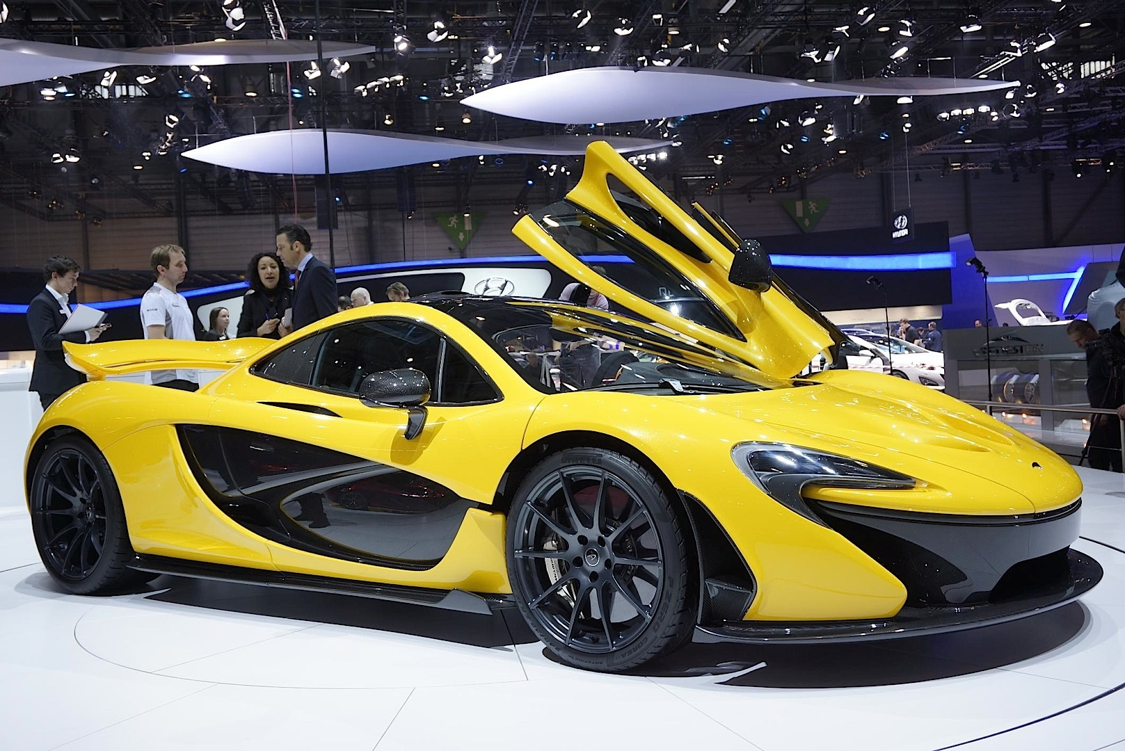 mclaren p1 is the hybrid lahypercar video live photos. Black Bedroom Furniture Sets. Home Design Ideas