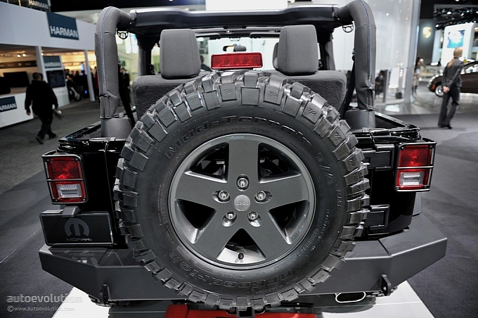 Jeep COD 2011-naias-jeep-wrangler-call-of-duty-black-ops-edition-live-photos-medium_7