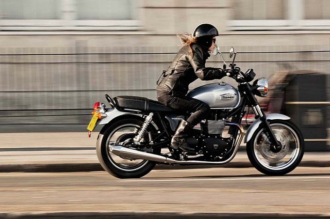 2014 Triumph Bonneville Shows Up, Prices and Colors Announced [Photo