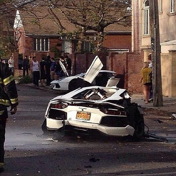Lamborghini Aventador Crash in Brooklin Splits Car in Half