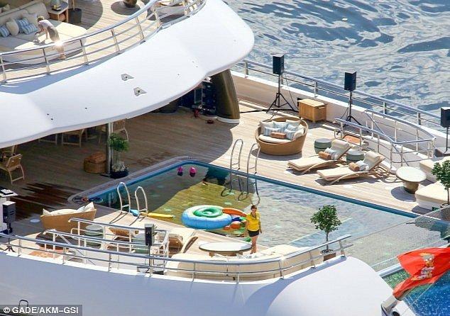 Leonardo dicaprio takes manchester city owner's $700 million yacht