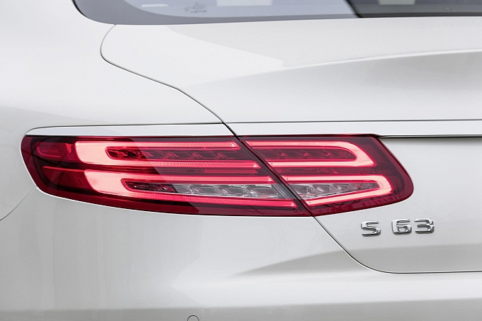(C217): S63 AMG coupé revelada Mercedes-new-s-63-amg-coupe-revealed-is-a-sexy-brute-photo-gallery-medium_11