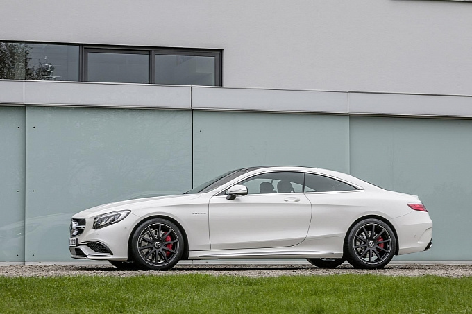(C217): S63 AMG coupé revelada Mercedes-new-s-63-amg-coupe-revealed-is-a-sexy-brute-photo-gallery-medium_15