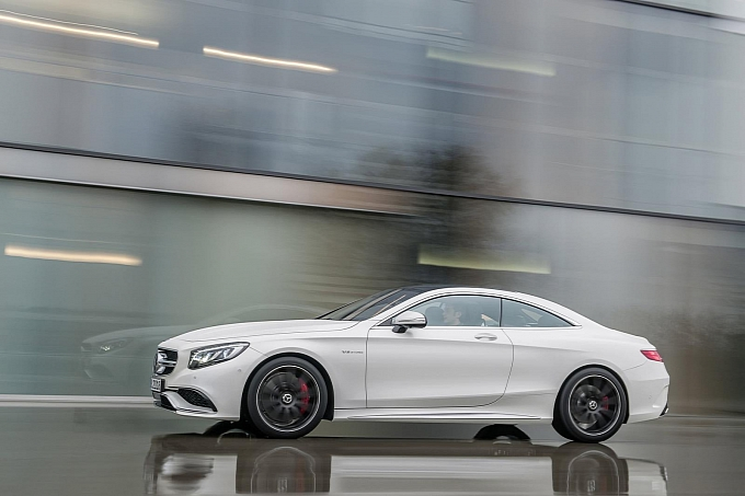 (C217): S63 AMG coupé revelada Mercedes-new-s-63-amg-coupe-revealed-is-a-sexy-brute-photo-gallery-medium_19