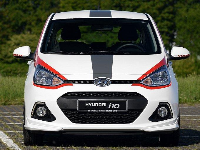 City car ini disebut i10 sport dan walaupun mobil ini memang tidak kencang ia menggantinya dengan gaya sport yang keren