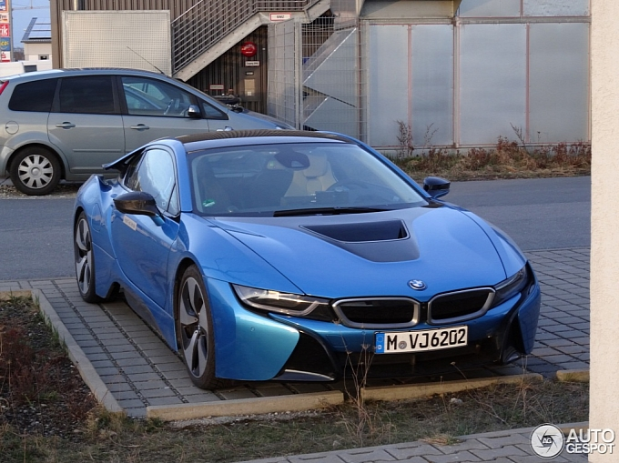 protonic blue bmw i8 spotted in germany photo gallery. Black Bedroom Furniture Sets. Home Design Ideas