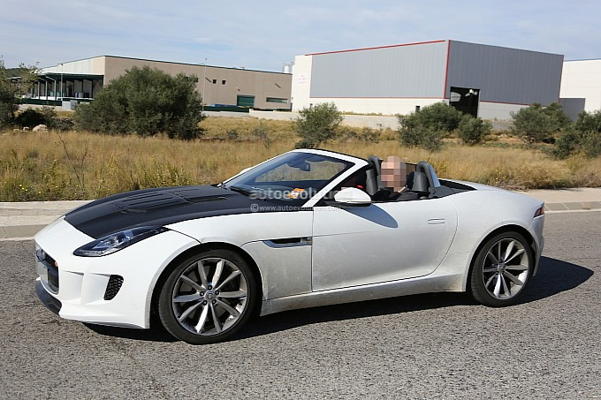 Jaguar Is Working On A Cylinder FType Spyshots Jaguar F - 4 cylinder jaguar