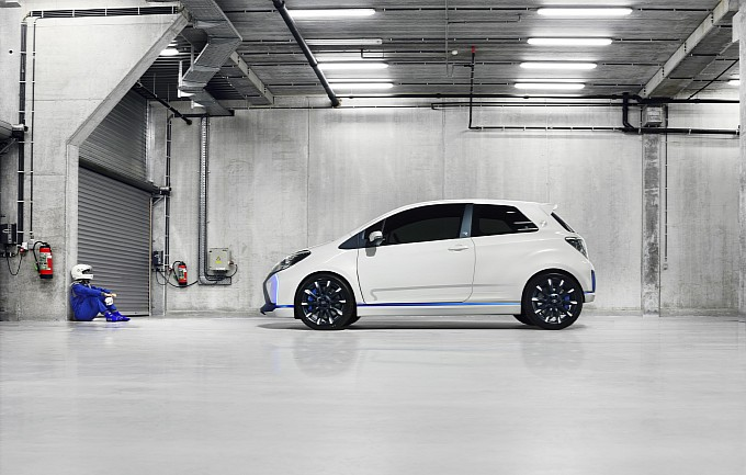 2013 Toyota Yaris Hybrid-R Concept
