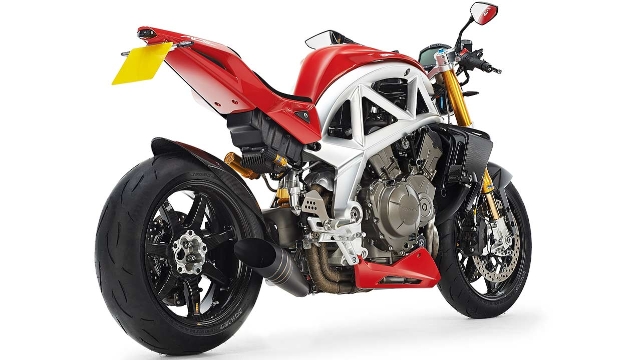 Meet Ariel Ace The Exclusivist Naked Fighter Autoevolution