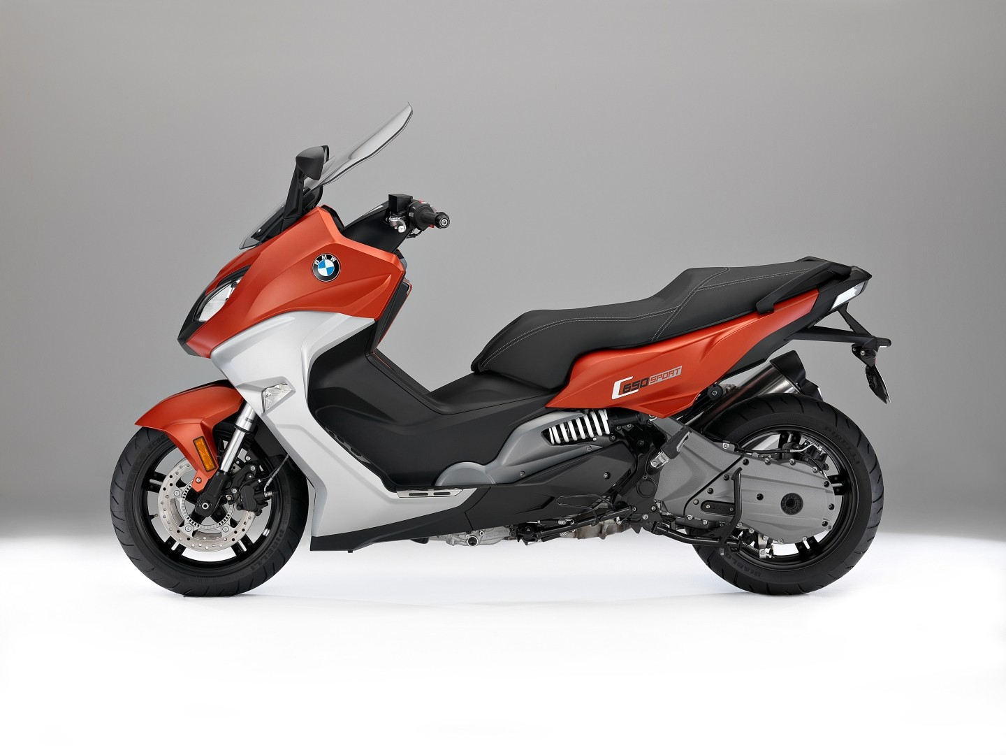 mega gallery of the upgraded bmw c650 sport and c650 gt maxi scooters autoevolution. Black Bedroom Furniture Sets. Home Design Ideas
