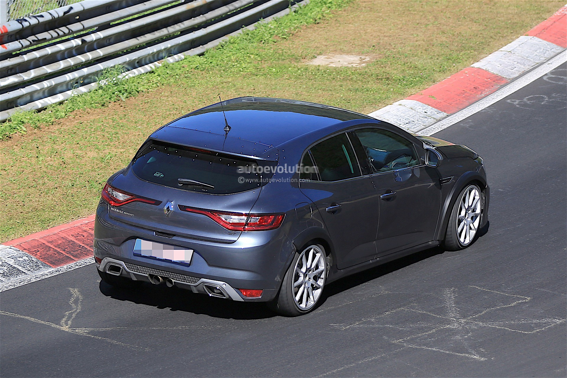 renault is testing the 2018 megane rs prototype on the nurburgring autoevolution. Black Bedroom Furniture Sets. Home Design Ideas