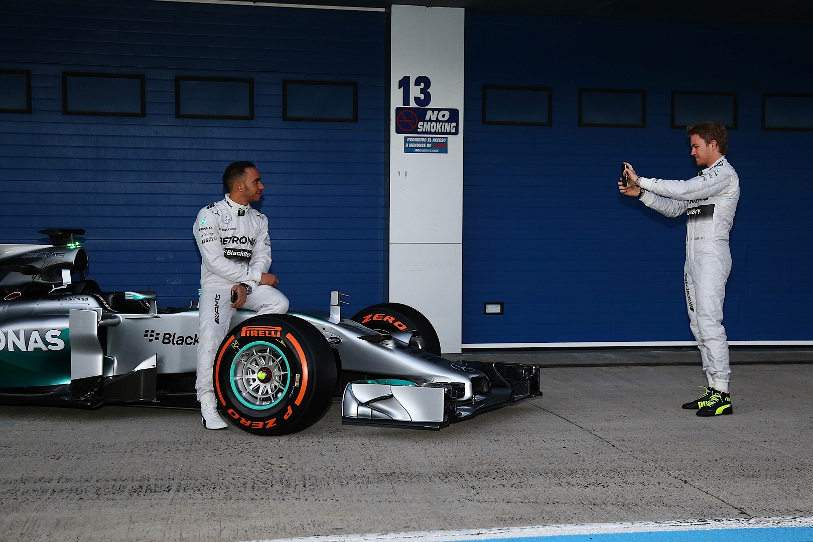 mercedes amg f1 completes first troubling test day at. Black Bedroom Furniture Sets. Home Design Ideas