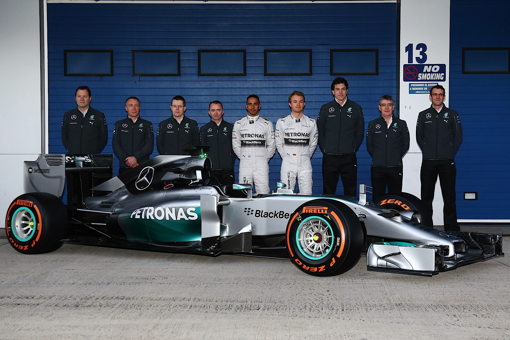 mercedes amg f1 completes first troubling test day at jerez autoevolution. Black Bedroom Furniture Sets. Home Design Ideas
