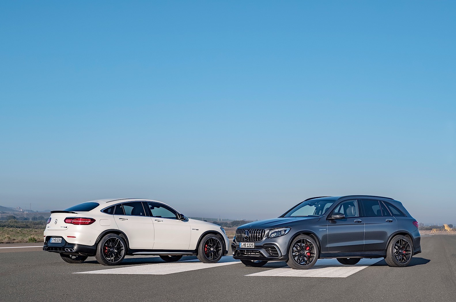 mercedes amg glc 63 and glc 63 coupe are the most brutal cars in their segment autoevolution. Black Bedroom Furniture Sets. Home Design Ideas