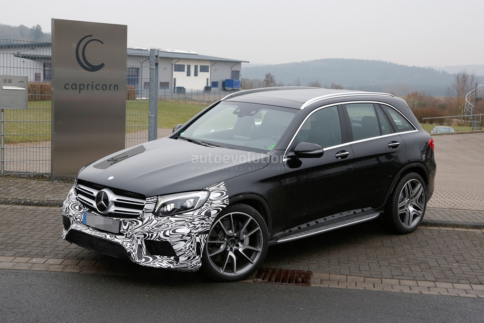 mercedes amg glc 63 test prototype seen for the first time autoevolution. Black Bedroom Furniture Sets. Home Design Ideas