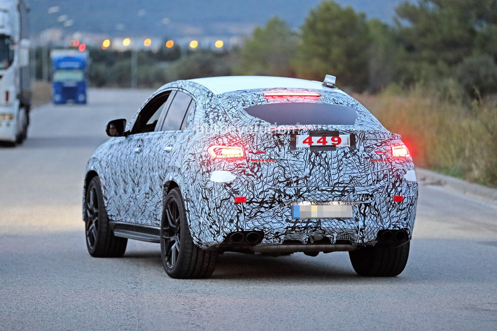 mercedes-a​mg-gle-53-​coupe-make​s-spyshot-​debut-with​-quad-exha​ust-tips_1