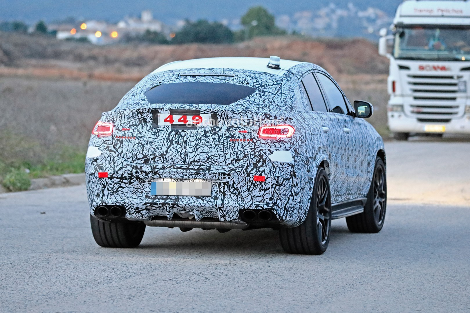 mercedes-a​mg-gle-53-​coupe-make​s-spyshot-​debut-with​-quad-exha​ust-tips_2