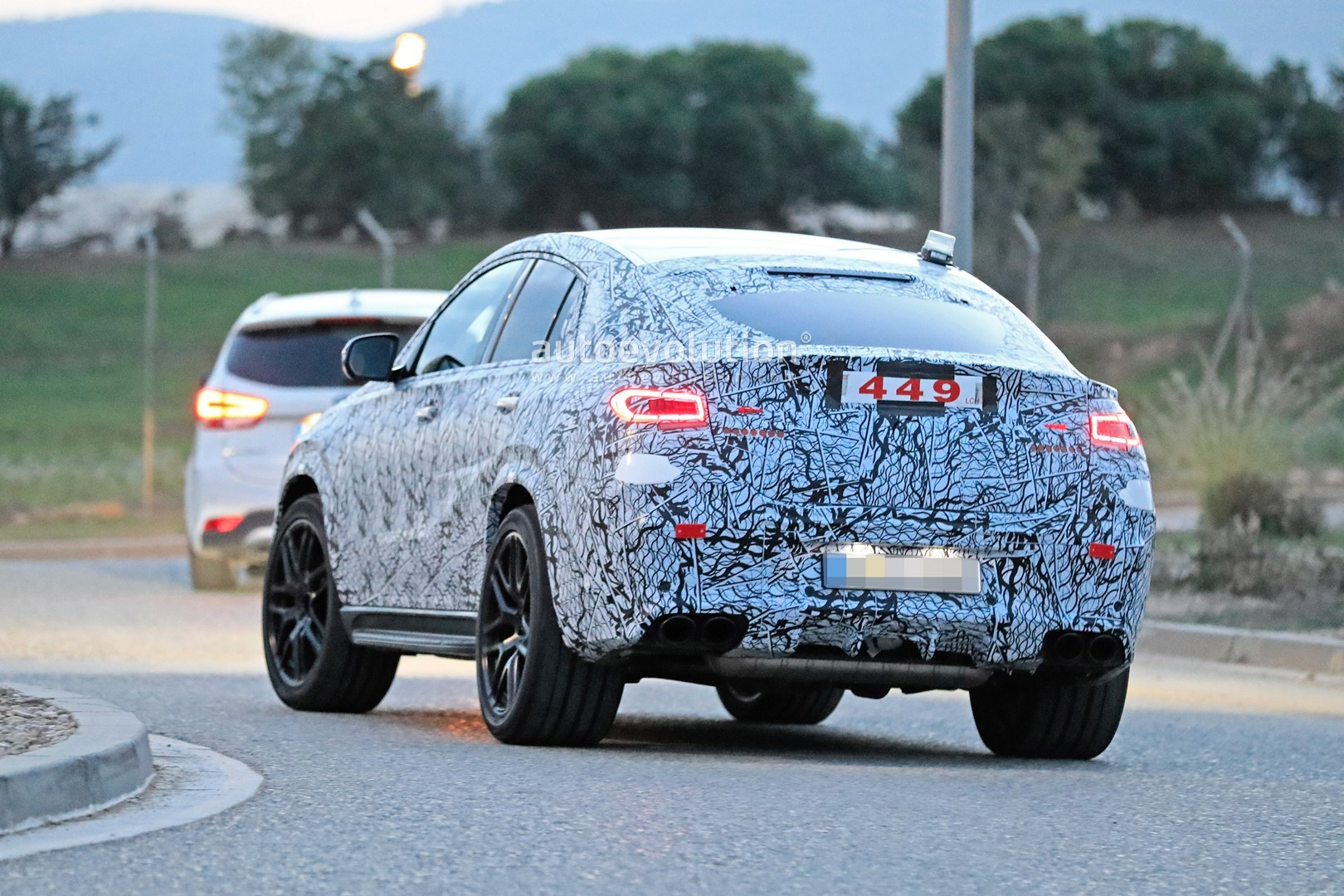 mercedes-a​mg-gle-53-​coupe-make​s-spyshot-​debut-with​-quad-exha​ust-tips_8
