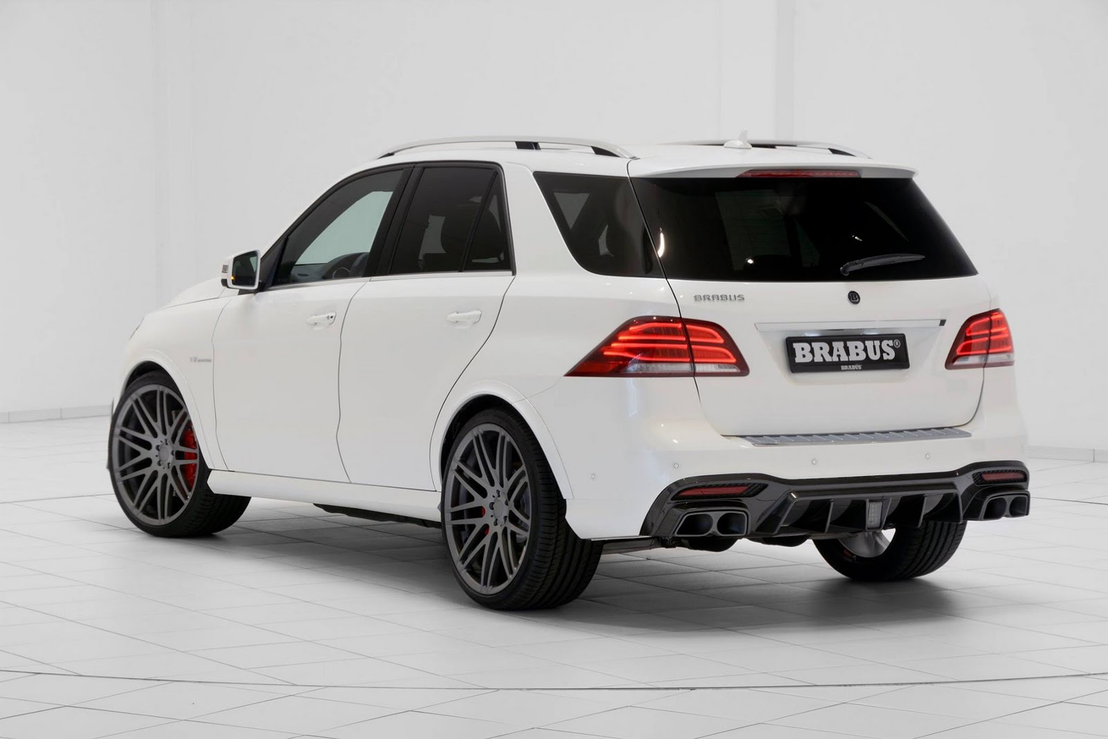 mercedes amg gle 63 has 850 hp and brabus carbon kit. Black Bedroom Furniture Sets. Home Design Ideas