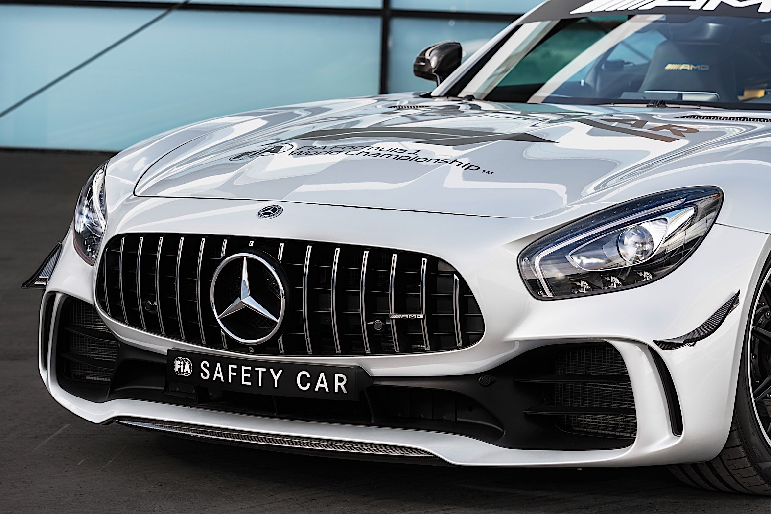 mercedes amg gt r becomes formula 1 s most powerful safety car autoevolution. Black Bedroom Furniture Sets. Home Design Ideas