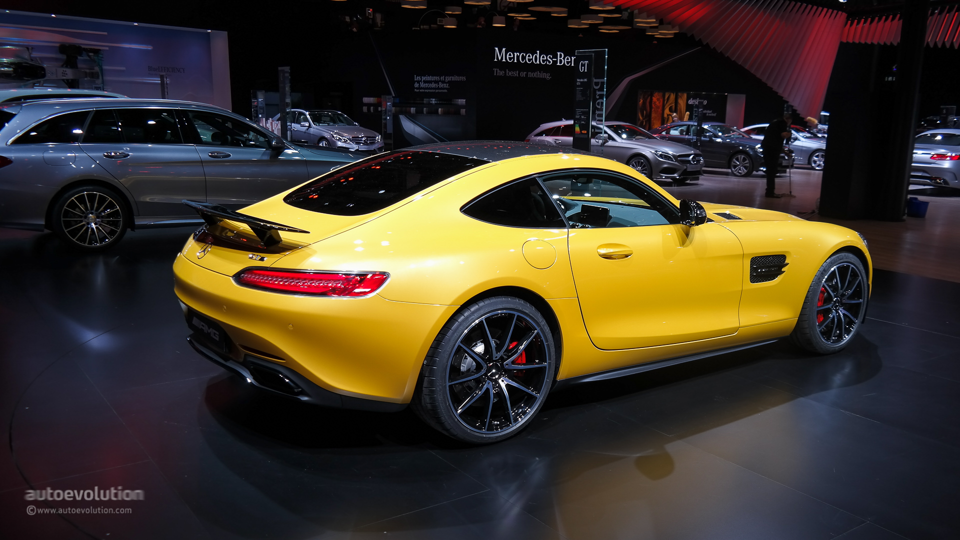 mercedes amg gt roars at paris live photos autoevolution. Black Bedroom Furniture Sets. Home Design Ideas